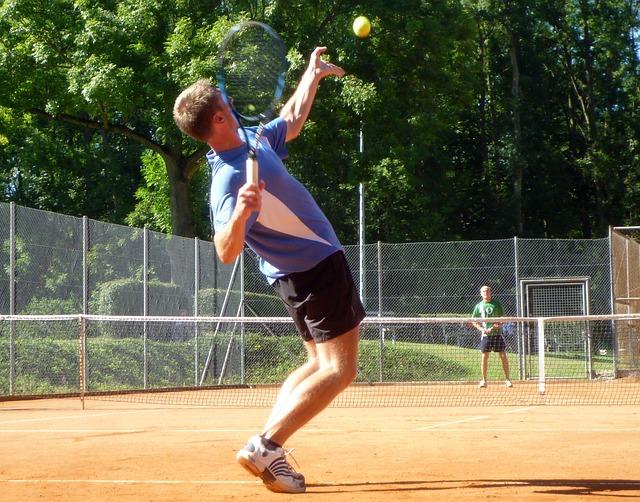 Come acquisire potere per colpire di nuovo nel tennis