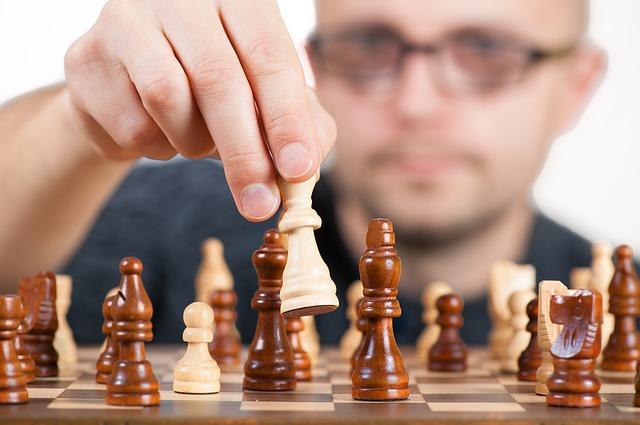 Pensare durante una partita: elaborazione seriale e parallela del cervello
