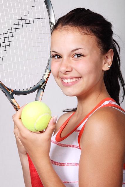 Reagendo al rimbalzo di una pallina da tennis per principianti