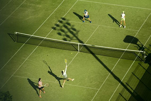 Celebrazione per il ritorno a casa come nessun altro – Una celebrazione della squadra di tennis delle scuole superiori